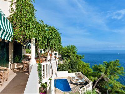 Villa Sunny mit Pool und privatem Strand